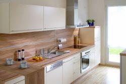Die wandelbare Küche strahlt in weiß