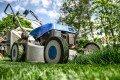 Rasenpflege im Frühjahr – So machen Sie den Rasen fit für die Gartensaison